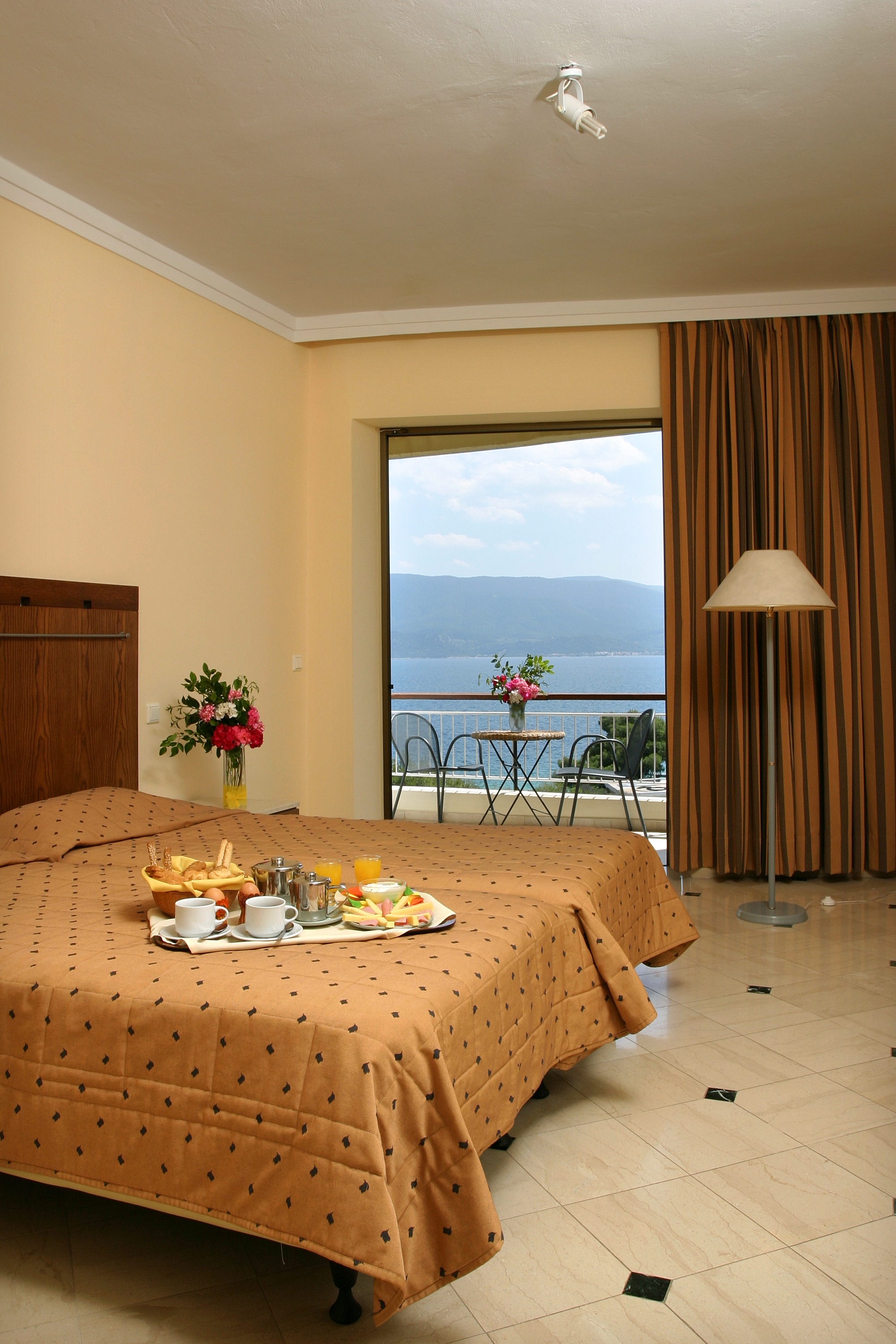 Hotel Bedroom: Romantic Holidays In Greece